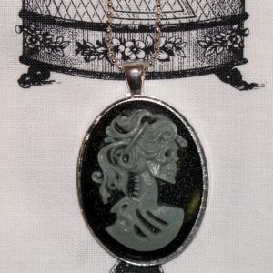 VICTORIAN LADY SKELETON CAMEO NECKLACE - SILVER