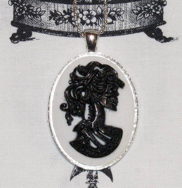 VICTORIAN LADY SKELETON CAMEO NECKLACE - BLACK/WHITE