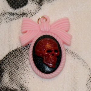 LARGE REALISTIC SKULL N BOW CHARM CH-9