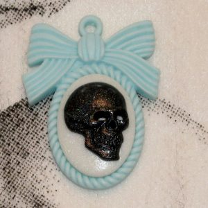 LARGE REALISTIC SKULL N BOW CHARM CH-11