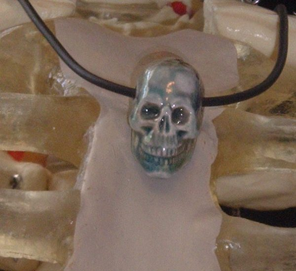 BLUE LIPS SKULL NECKLACE